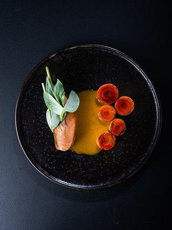 Murmansk salmon fillet 50°                                                                                                                             BBQ carrots, fermented carrot beurre monté, oyster leaf
