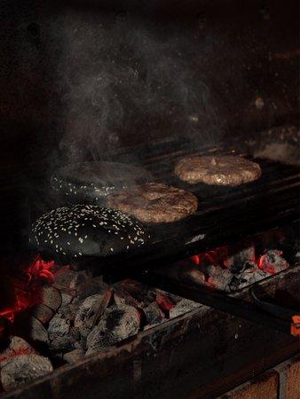 Одна из концепций нашего ресторана - это живая кухня. Готовим прям на ваших глазах. Чем смотреть и читать описание наших изумительных блюд,советуем попробовать заглянуть в наш уютный ресторан.