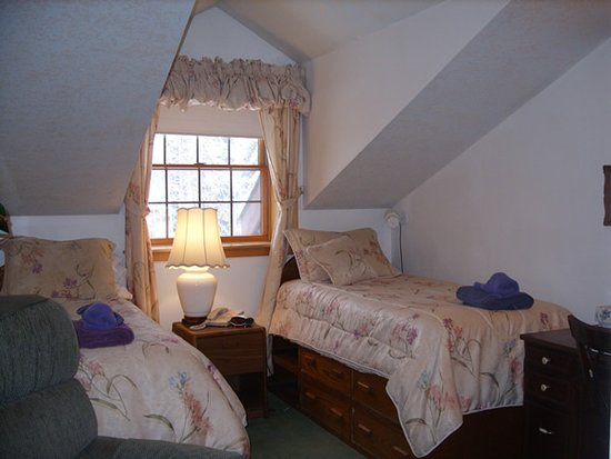 Private room with two twin beds