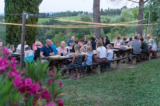 Peccioli, Italy: Pizza party in allegria