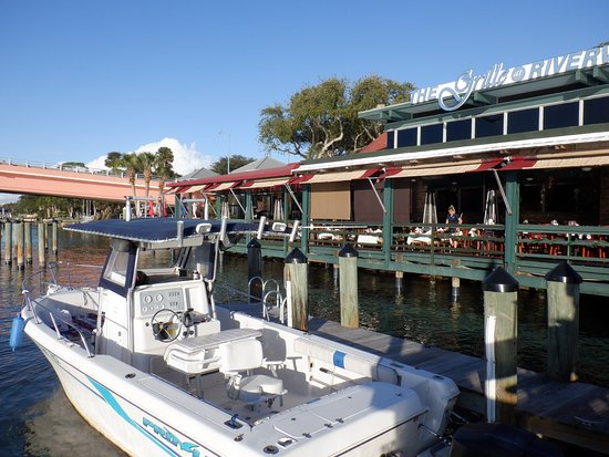 Boat docking at Riverview Grill