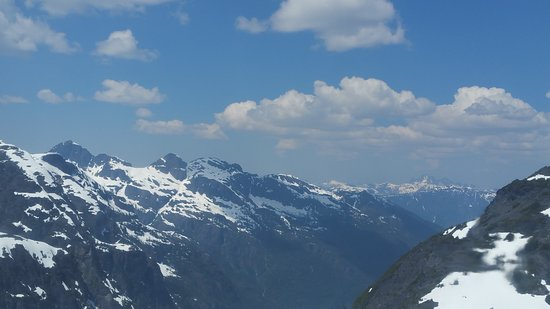 Glacier Helicopter Tour: Following snow capped mountain ridges was breathtaking