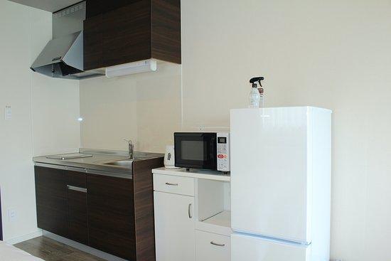 キッチン、冷蔵庫、電子レンジ、電気ケトル