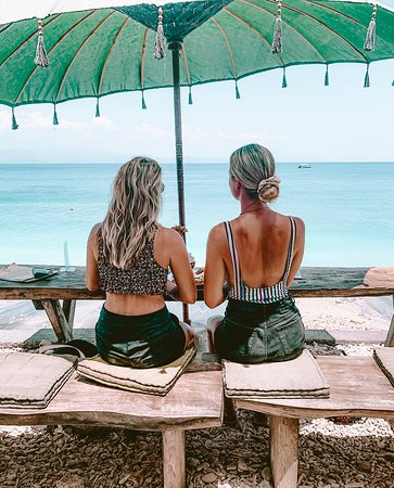 Lunch with a view at Penida Colada Beach Bar, Nusa Penida Island Bali pic by @daphnesonneveld