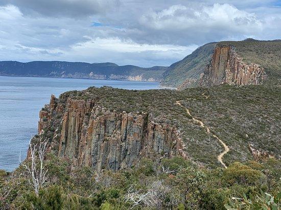 2-Day: Hobart Hiking Tour: Cape Hauy and Hartz Peak – fénykép