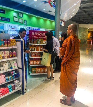 Between the worlds! Bangkok International Airport Duty Free scenes