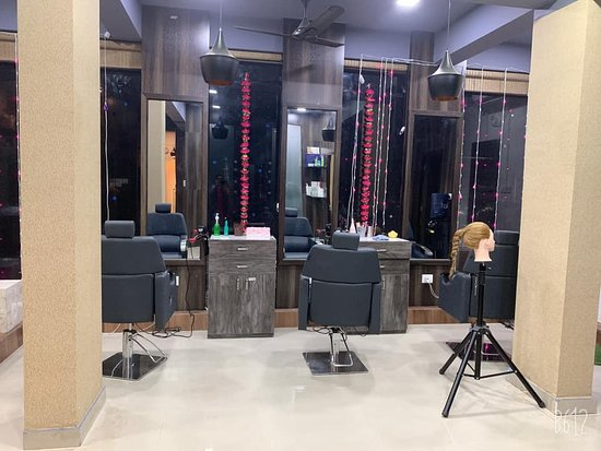 Experience the best setup and makeup and hair artists are also so professional and well mannered.