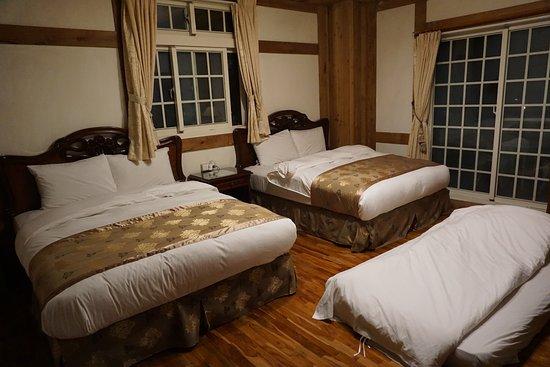 床上都有電毯,加的一床旁邊有一個電暖器
