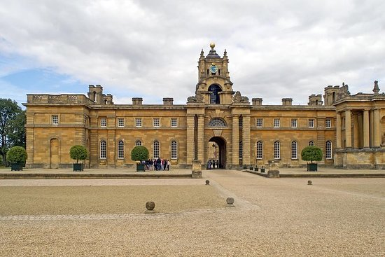 Shakespeare Country Blenheim Palace & Warwick private Tour for 6-7 travelers: Shakespeare Country Blenheim Palace & Warwick private Tour for up to 8 travelers