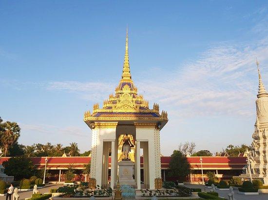 Statue du roi Norodom
