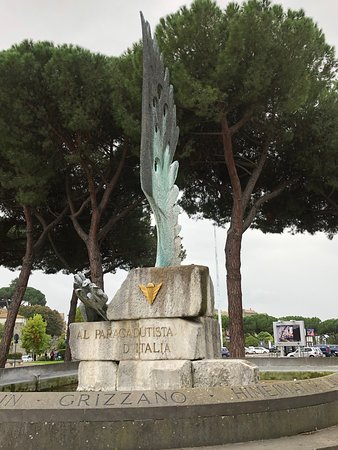 Monumento ai Paracadutisti d'Italia.