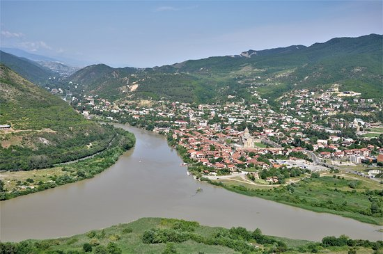 Mtskheta, Georgia: Mzcheta, die alte Hauptstadt Georgiens, Zusammenfluss von 2 Flüssen, UNESCO Welterbe