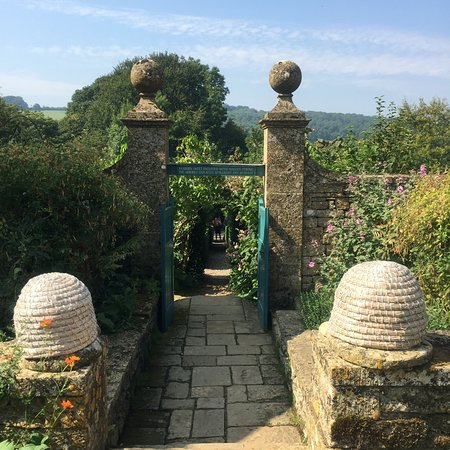 Snowshill Manor: Looking from Well Court through to Kitchen Garden