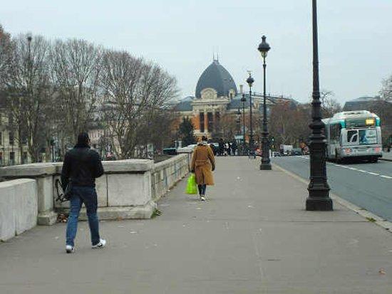 Paris, France: 橋上です。