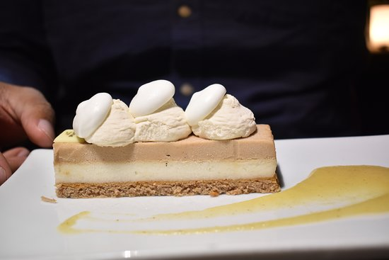 Bateaux Parisiens Seine River Gourmet Dinner & Sightseeing Cruise: Vacherin cake