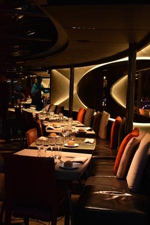 Bateaux Parisiens Seine River Gourmet Dinner & Sightseeing Cruise: Wonderful ambiance