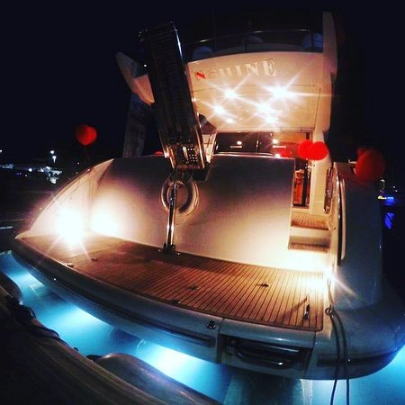 Lulu Boats is a luxurious affordable boat charter in Abu Dhabi