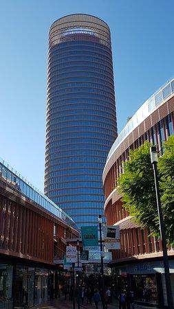 Torre Sevilla desde el Centro Comercial