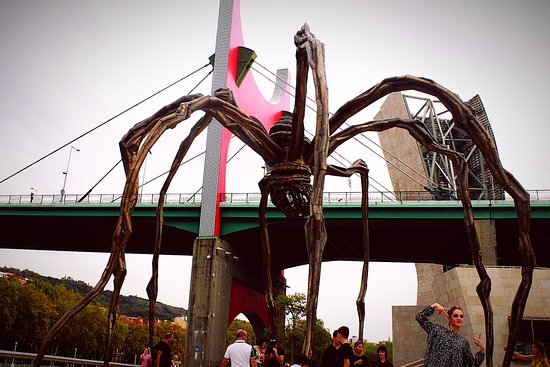 Bilbao, Španielsko: people vs spider