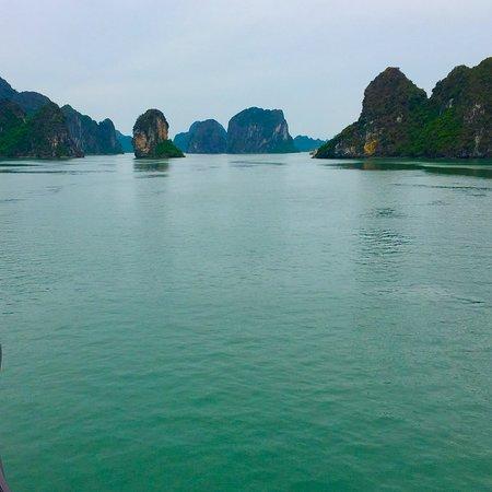 5-Hour Halong Bay Cruise: Halong Bay, escenario único natural.