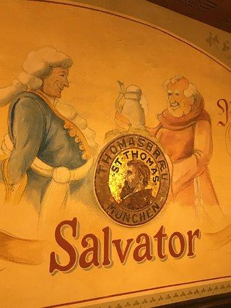 Pintura na parede do restaurante