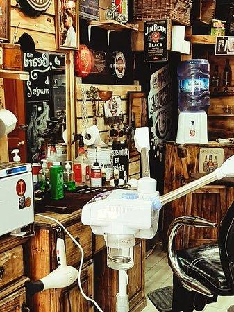 OLD BEARD 🇧🇴Barber shop/ Bolivien Barbier/high Barber shop Street comercio esquina bueno y loayza frente al hostal wild rover.