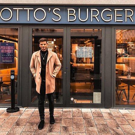 @t.wngs: Burger?! Geht ihr auch gerne Burger essen oder doch lieber was anderes ? Aufjedenfall haben @mikaavetisyan und ich uns heute kräftig gegönnt.