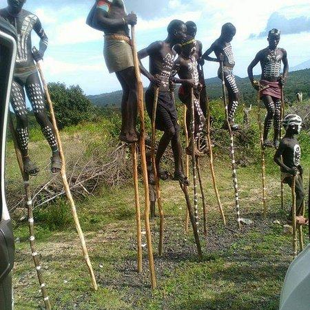 Jinka, אתיופיה: Yung Bena boys