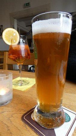 Apéritifs,  Spritz et bière Pils.