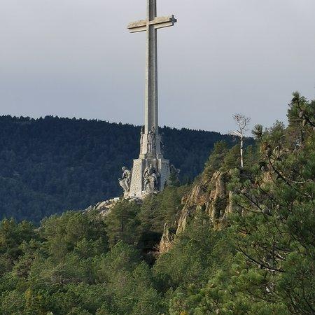 La Cruz del Valle de los Caídos, desde la Jarosa.