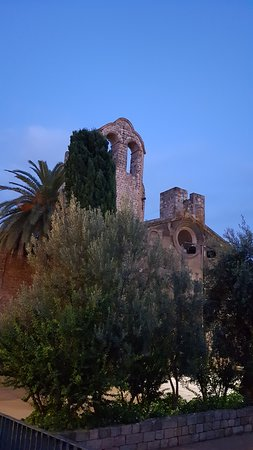 ברצלונה, ספרד: Barcelona. Monestir de Sant Pau de Camp, 31 d'octubre de 2019