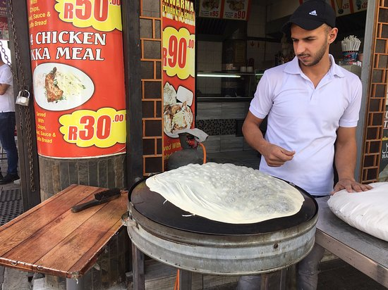 Street food, public art & history tour: Fantastic Syrian dessert in the making