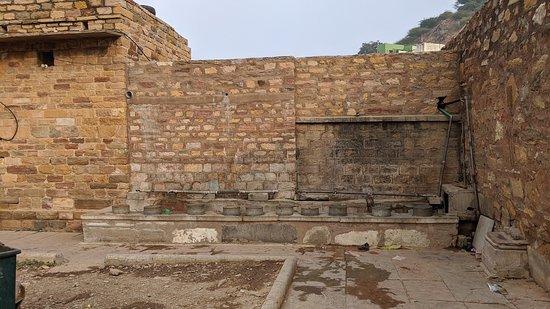 Adhai-din ka Jhonpra Mosque