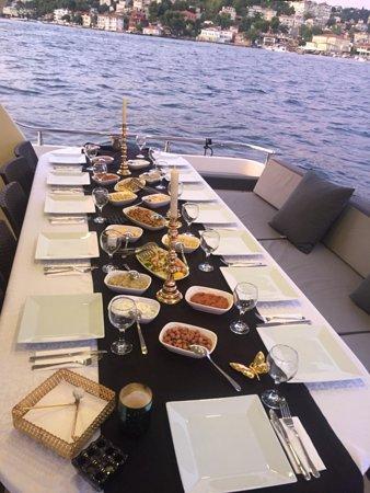 Estambul, Turquía: Luxury yacht tours in Bosphorus