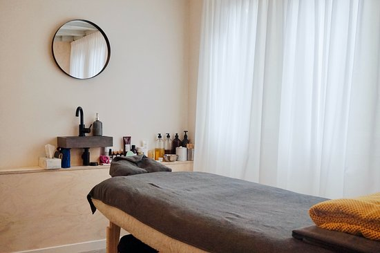 Aimee Vriend Massage Beauty & Training