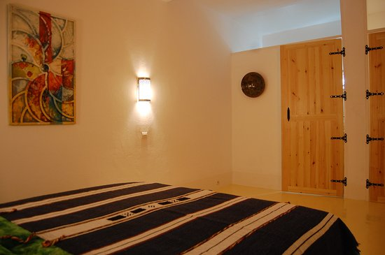 Aourir, Fas: large rooms with lots of light, private terrace, shower and toilet.