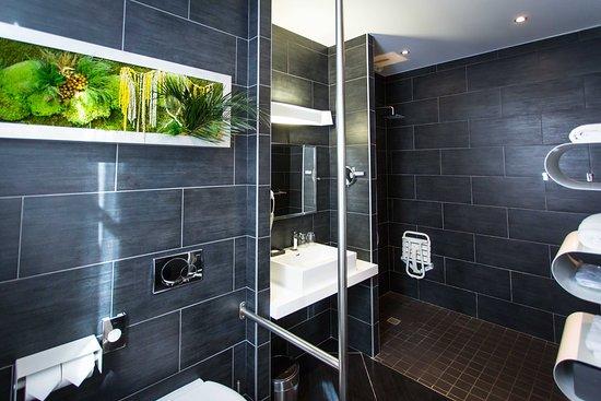 """Salle de bains de la Chambre """"La contemporaine"""""""