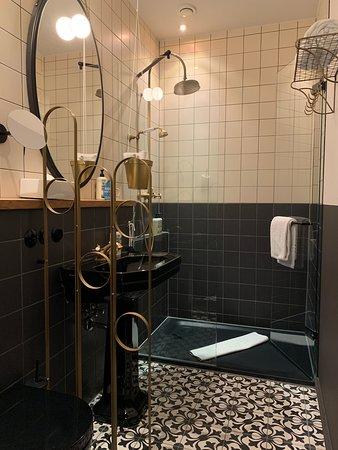 25hours Hotel The Royal Bavarian - shower