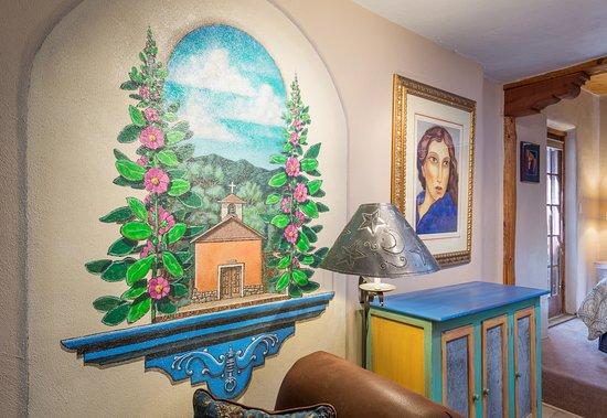 La Loma Studio Junior Suite - David Vedoe's mural of the Capilla de San Antonio La Loma of 1800.