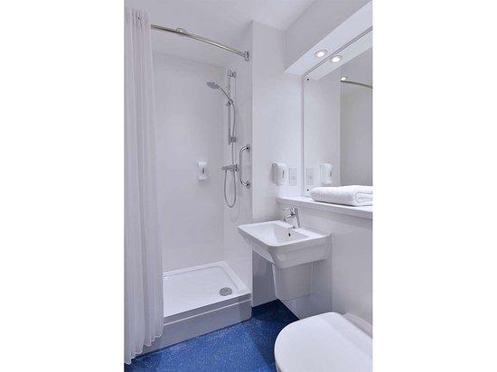 South Witham, UK: GB Liverpool edge lane bathroom x