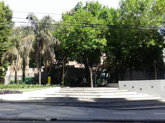Plaza Mujica Lainez: Barrio de Recoleta, Bs.As. 2019.