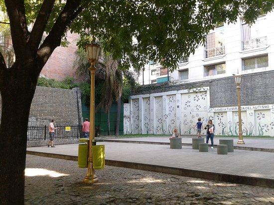 Plaza Mujica Lainez: Barrio de Recoleta, Bs.As. 2019.