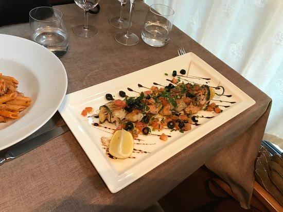 Brochette de poisson noix de st Jacques gambas saumon cabillaud et un autre poisson je me souviens pas du nom un délice