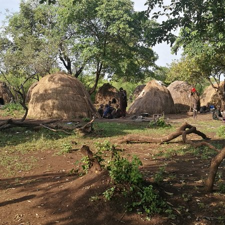 Jinka, אתיופיה: Mursi village 