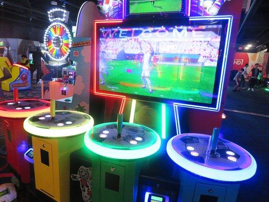 Arcade Game, Round 1 Entertainment, Eastridge Shopping Center, San Jose, CA
