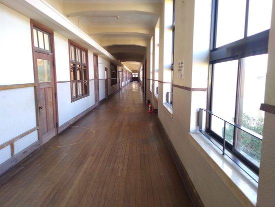 廊下で、ここの場面も良く出ました