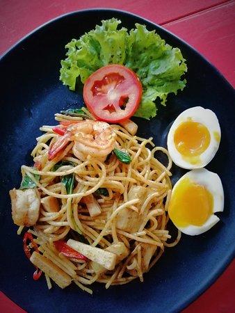 Spaghetti with yellow curry and shrimp 椰蓉炒香辣虾意大利面