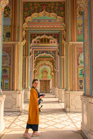 The gate incorporates different murals that tell stories of the royalty of Rajasthan and reflects its vibrant culture.