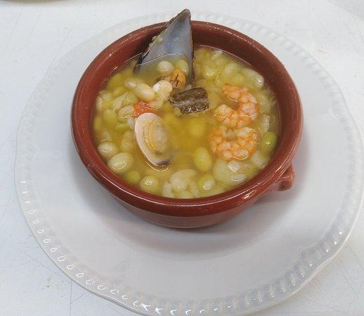 Uno de nuestros primeros de menú diario, Pochas con Bacalao