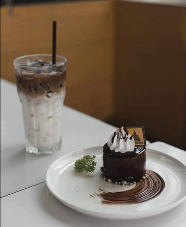 Chiang Rai, Tayland: Ice Moccha & Chocolate Pitachio Mousse Cake